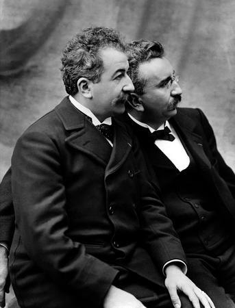 """CINEMA ANTICO (19° SECOLO): (2/6) - Ecco """"ufficialmente"""" inventato il Cinematografo dei Lumière. Ma non solo, anche altre chicche del 1895."""