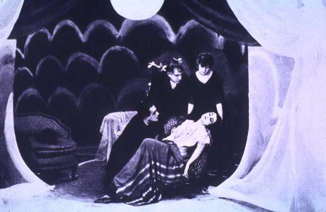 Risultati immagini per il gabinetto del dottor caligari film 1920