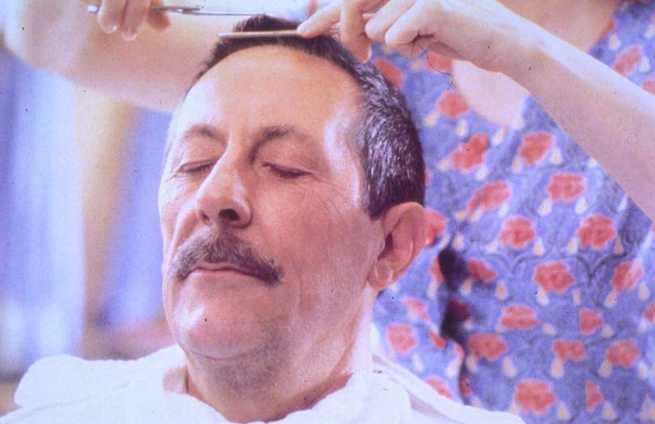 Risultati immagini per il marito della parrucchiera film 1990