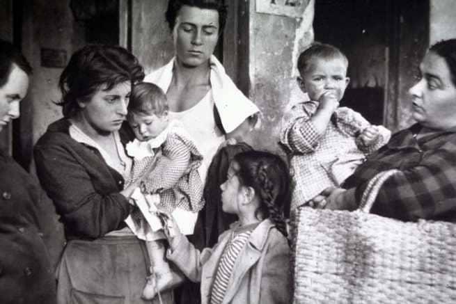 Risultati immagini per l'onorevole angelina film 1947
