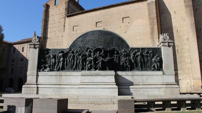 2/0 - Il monumento a Giuseppe Verdi