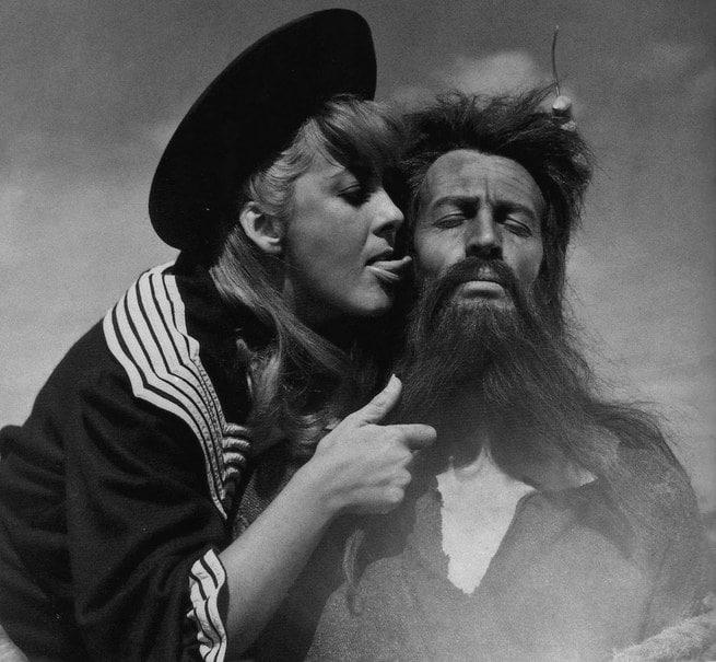 Risultati immagini per simon del deserto film 1965