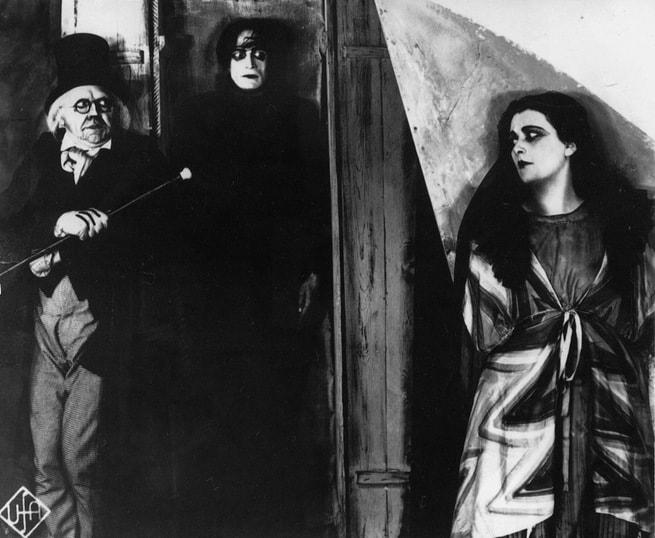 2/7 - Il gabinetto del dottor Caligari