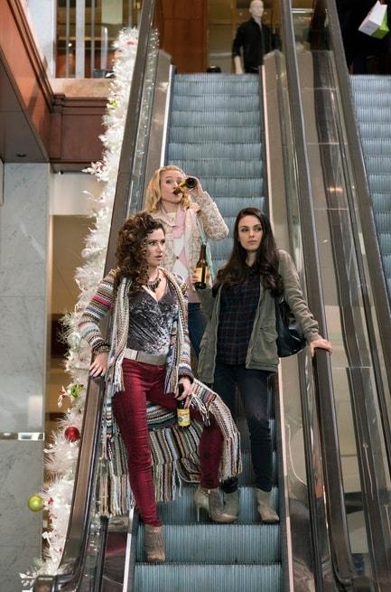 Mila Kunis, Kathryn Hahn, Kristen Bell