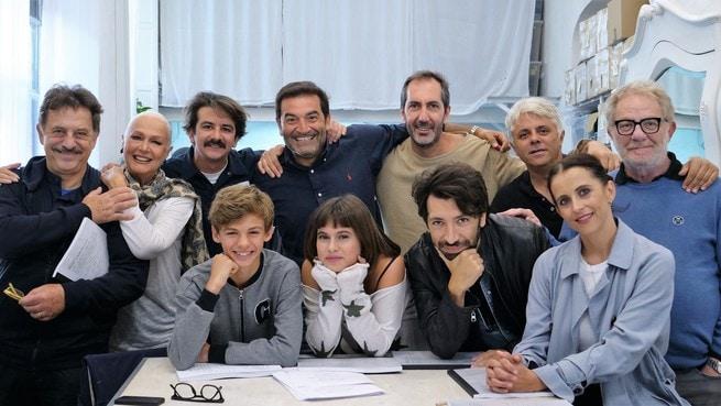 Francesco Mandelli, Loretta Goggi, Max Giusti, Paolo Calabresi, Dino Abbrescia, Antonello Fassari, Susy Laude, Francesco Mura