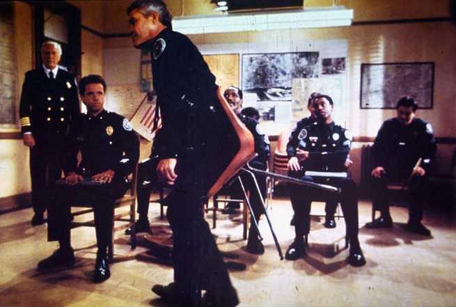 2/2 - Scuola di polizia 6. La città assediata