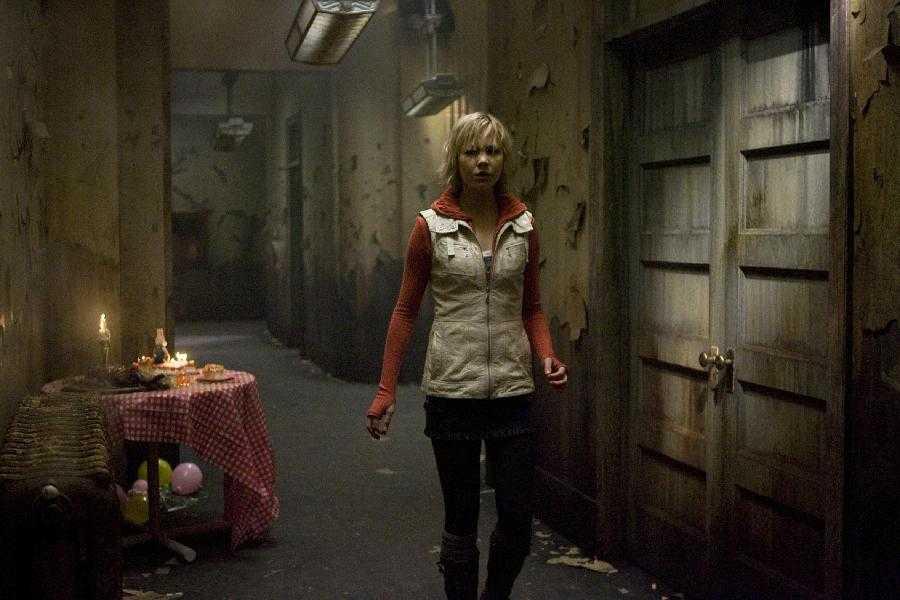 2/4 - Silent Hill: Revelation 3D
