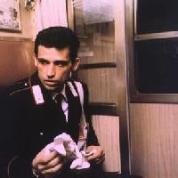 Enrico Lo Verso si racconta in centovetrine per Filmtv.it. Intervista e tante chiacchiere sul lavoro, sul cinema e....