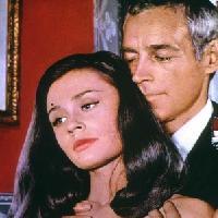 Dal cinema alla Tv: Raffaella Carrà... cresciuta da 2 donne!