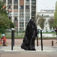 Due sotto il burqa: Una clip in esclusiva