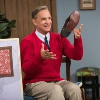 A BEAUTIFUL DAY IN THE NEIGHBORHOOD - Official Trailer: TOM HANKS è il diavolo