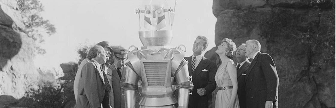 Una scena del film con il robot in primo piano